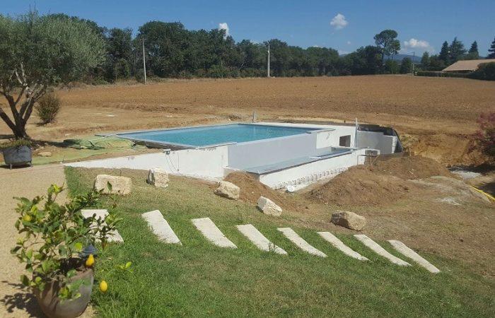 piscine monobloc à débordement