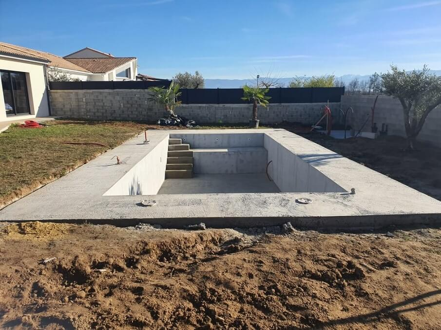 piscine monobloc fini béton armé